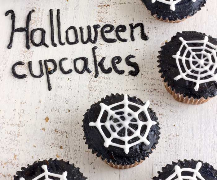 Super Easy Halloween Spider Web Cupcake Toppers Tutorial