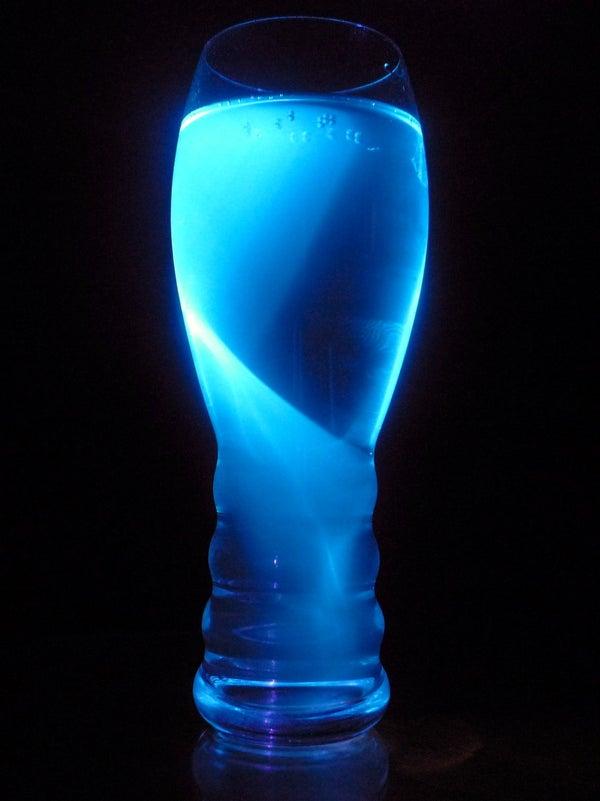 Fluorescing Gin & Tonic