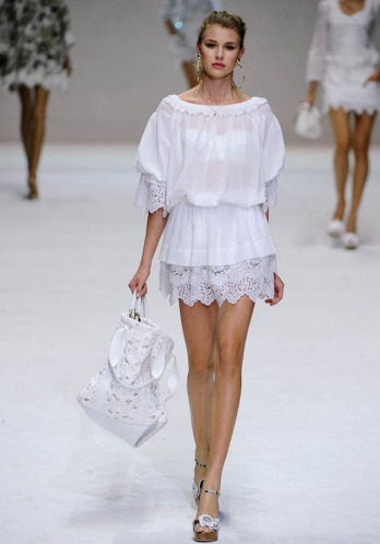 T-shirt reconstruction inspired by Dolce & Gabbana Spring 2011 lace dress - Natalie's Creations