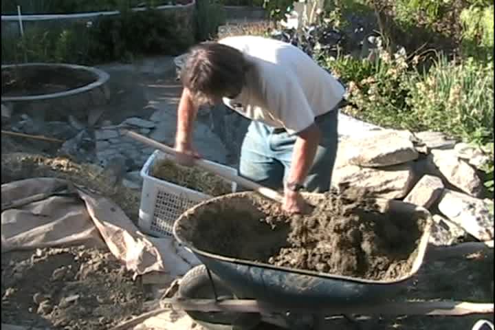 How to mix cob in a wheelbarrow