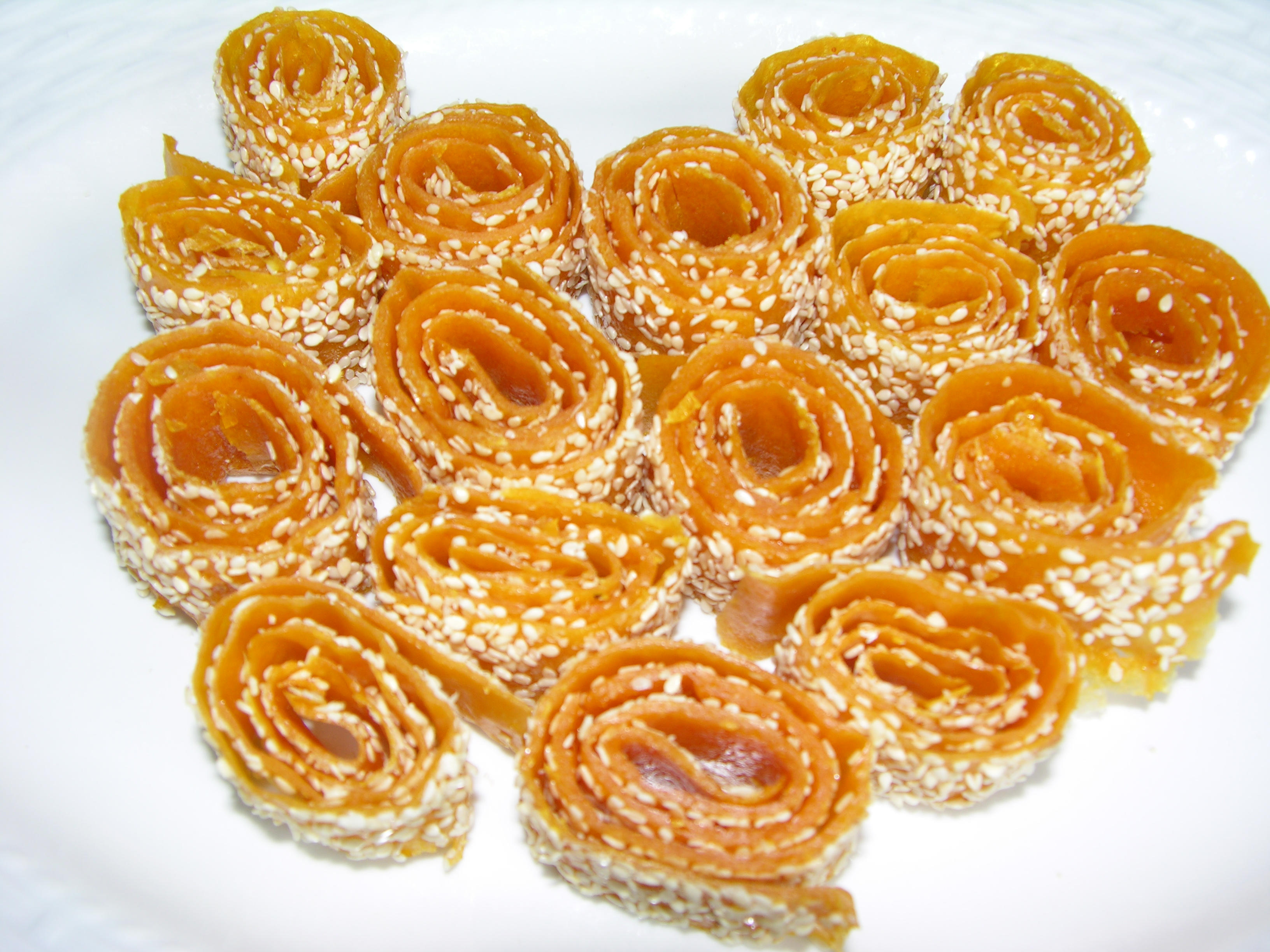 Sesame candy rolls and strings