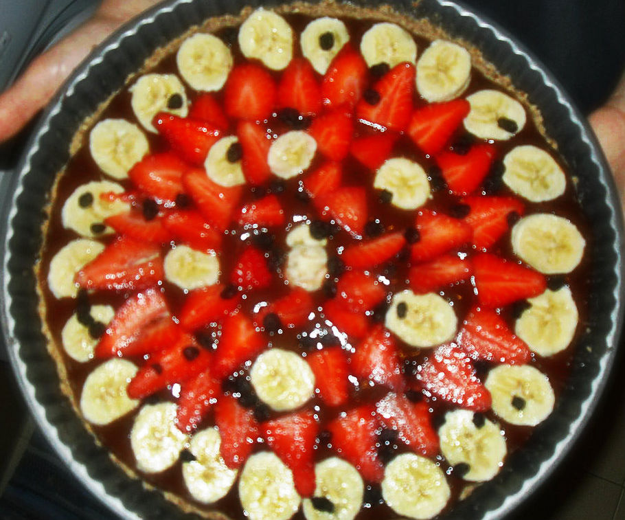 Fresh raw fruit tart (with cocoa fill)