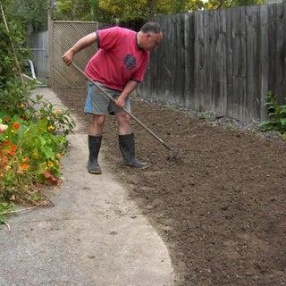 Seeding South Lawn 091129 12.jpg