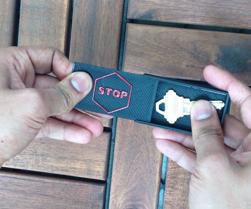 Hide A Key - 3D printed Magnetic box
