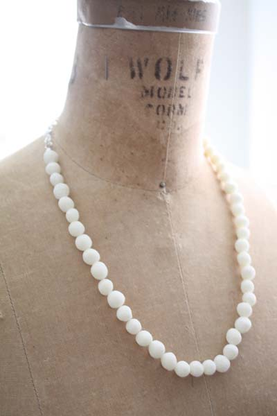 Easy Faux Pearl Necklace Made of Cornstarch Clay