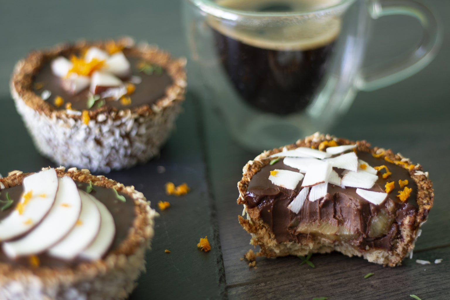 Chocolate-Coconut Pineapple Cups 🥥