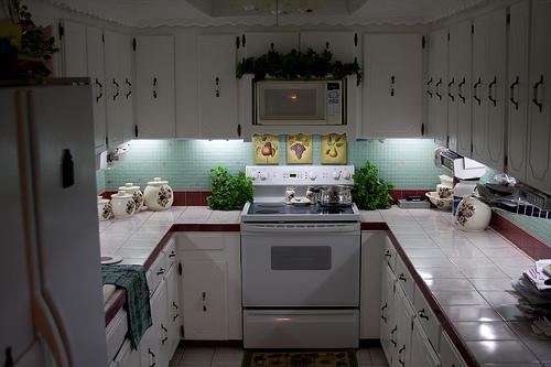 Inexpensive DIY Under-Cabinet Lighting