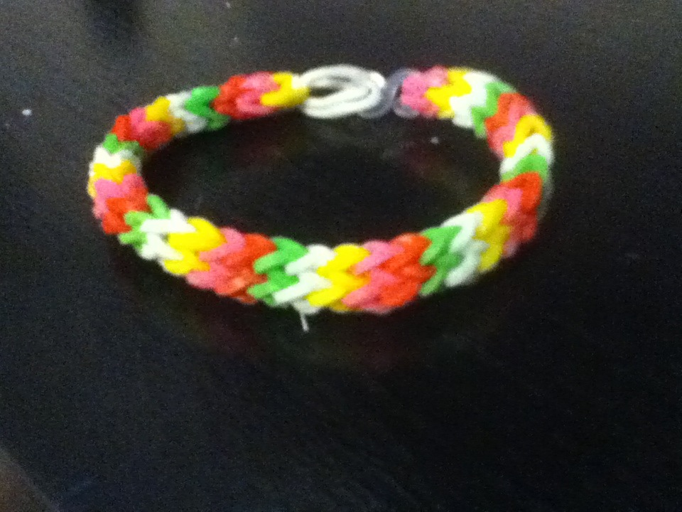 How To Make A Hexafish Rubber band Bracelet (with A Fork)