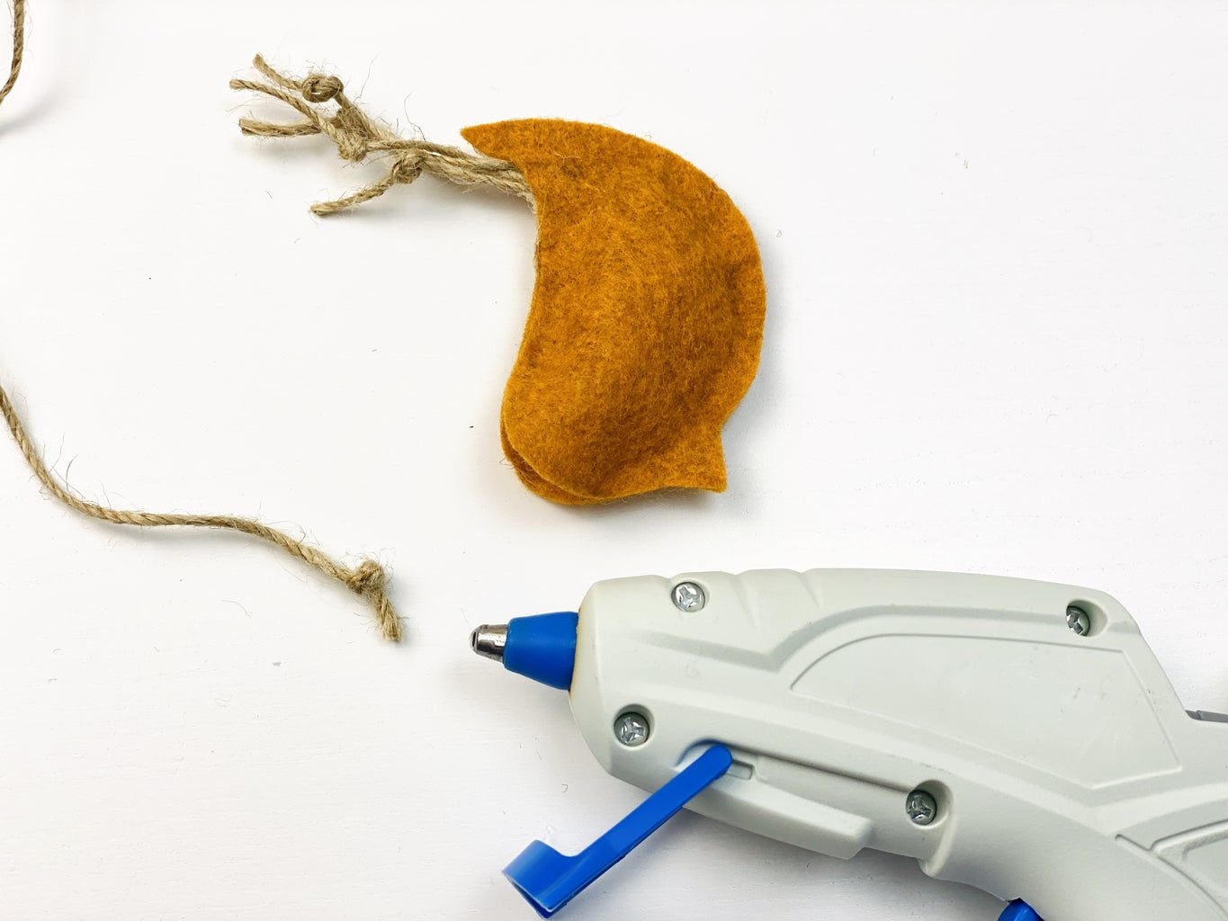 Bird: Insert a 60cm Rope Into a Toy, With a Knot at the End.  Glue Around the Opening
