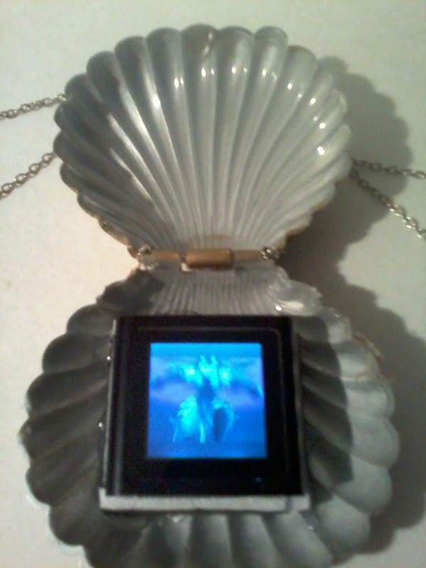 Seashell MP4 Holder Necklace