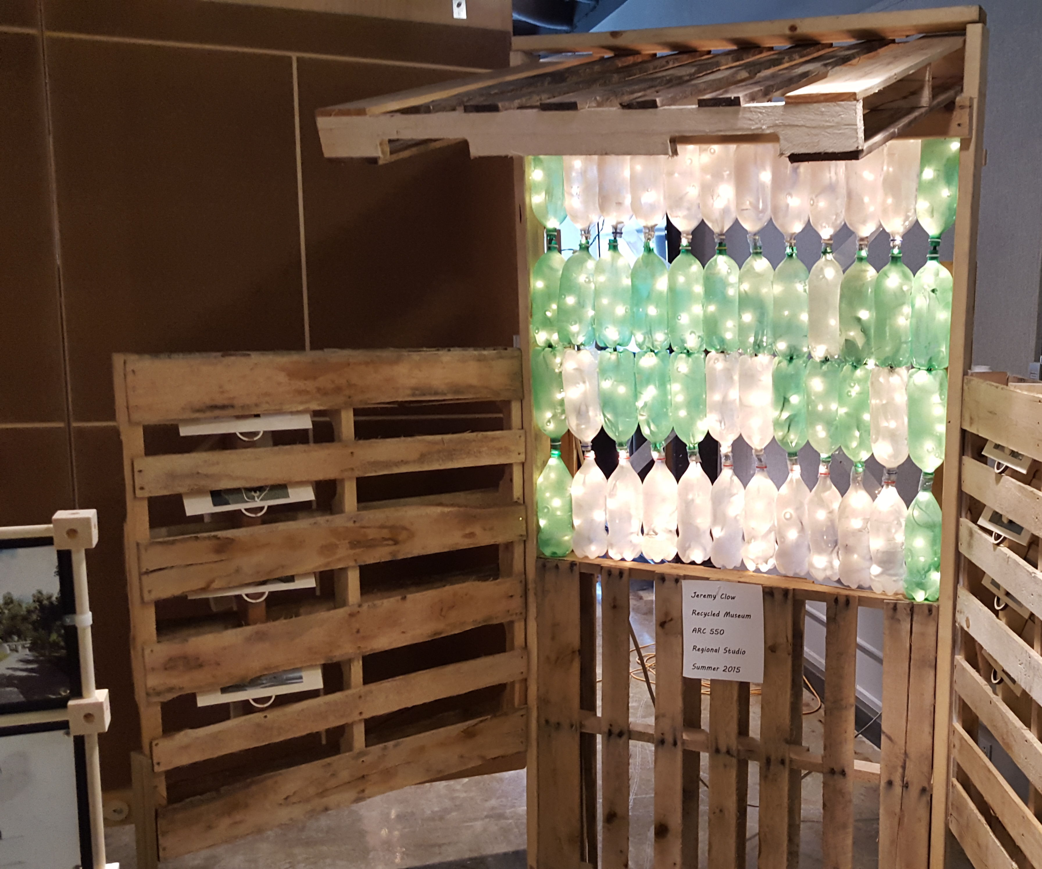 recycled tri-fold pallet display