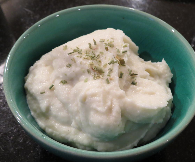 "Instant Pot Cauliflower Mashed ""Potatoes"""