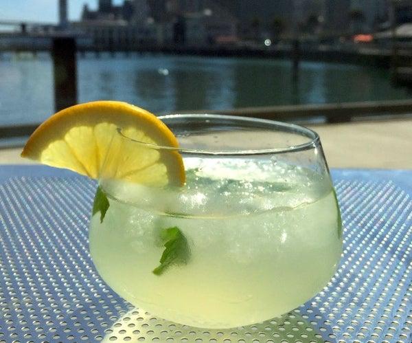 Hint O' Mint Ginger Lemonade