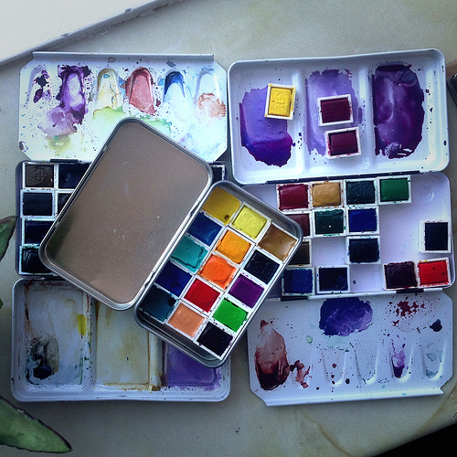 Paintbox with magnetic pans