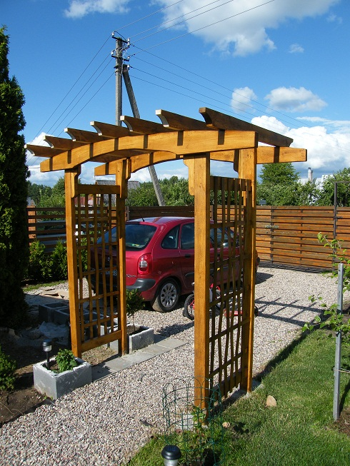 Wooden arbor - simple DIY project