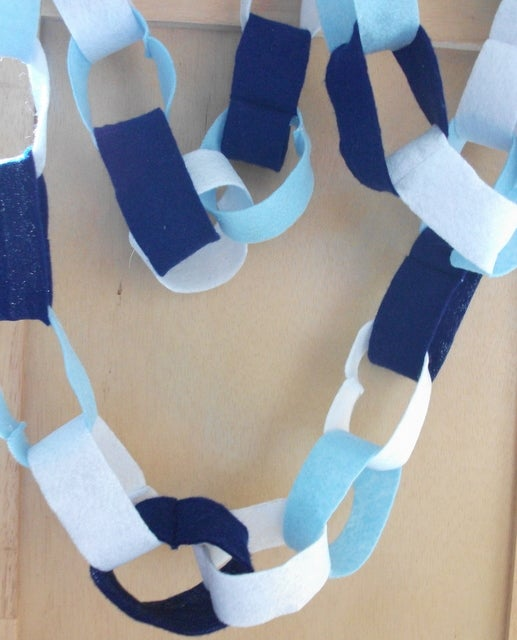 """Eco-Friendly """"paper"""" Chains (aka World's Easiest Sewing Project)"""