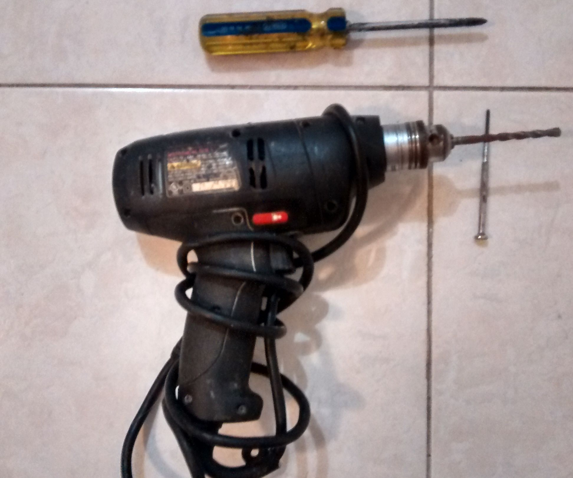 How to Change the Drill Bit Without the Key