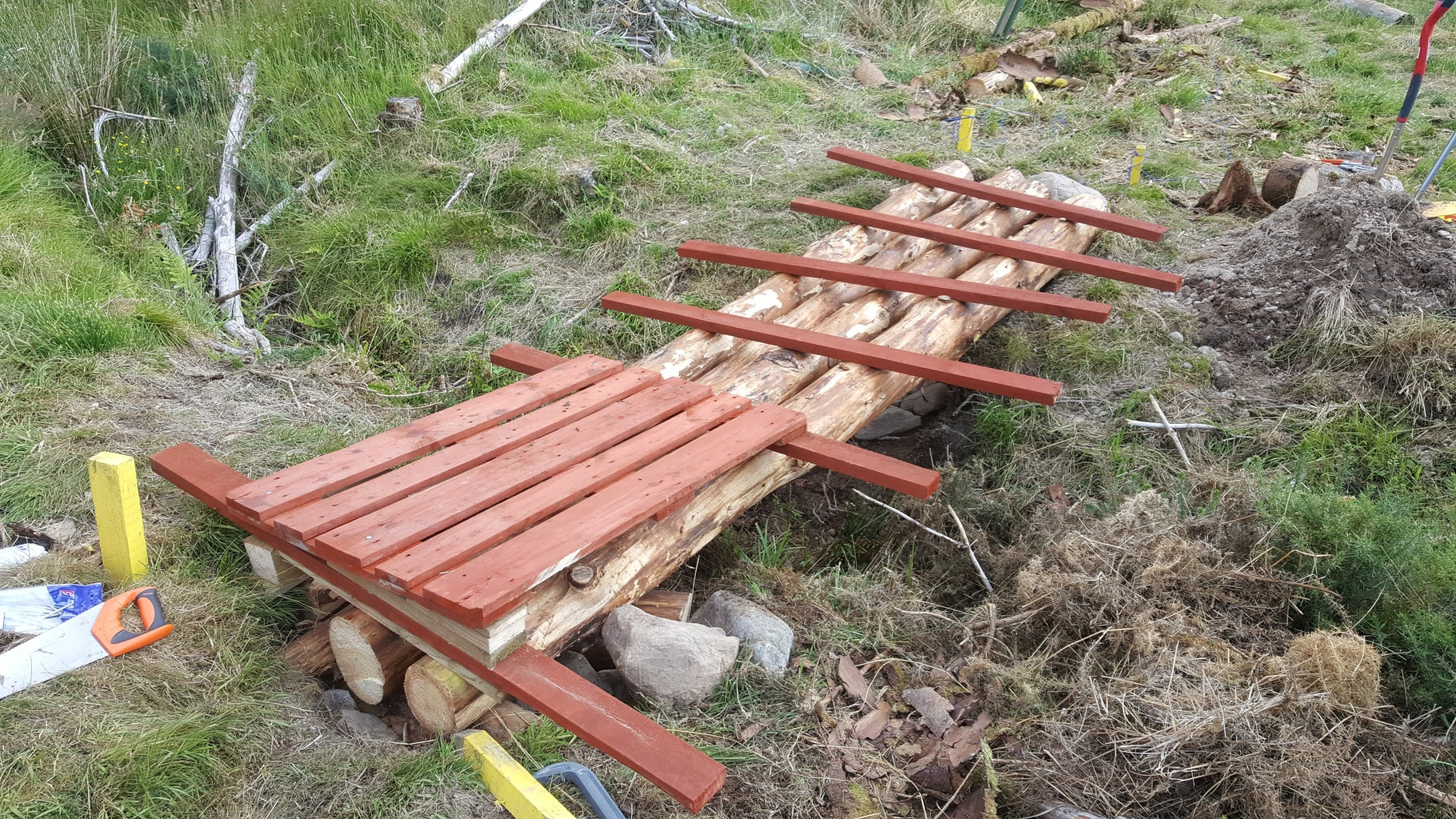 Laying the Wooden Pallet Tops and Sponsons