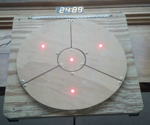 Das Blinken Bonken! An arduino ball throwing game platform.