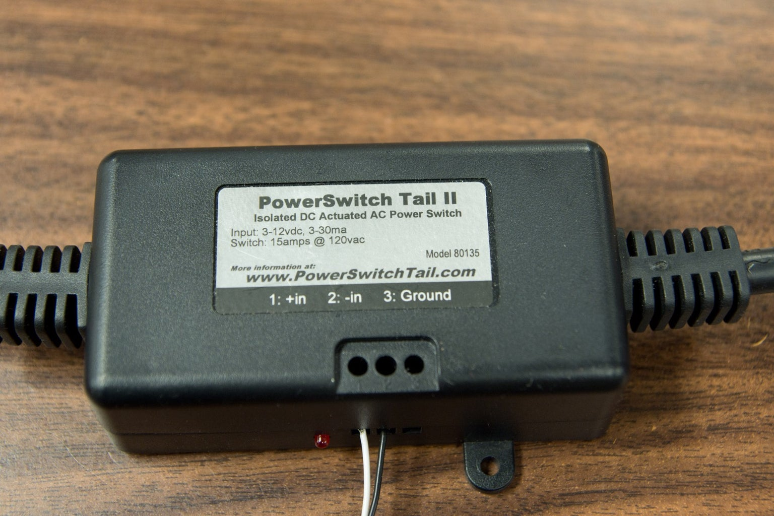Controlling an AC Load With the PowerSwitch Tail