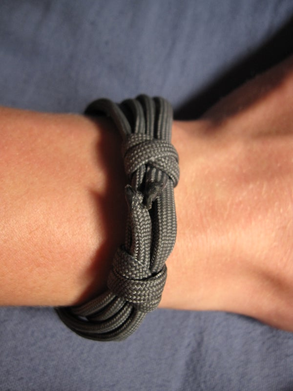 VERY SIMPLE Paracord Bracelet Using the Double Fisherman's Knot