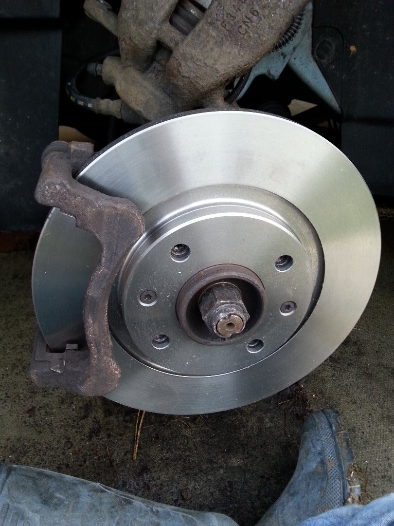 Replace Front Brake Disks and Pads on a Citroen C3