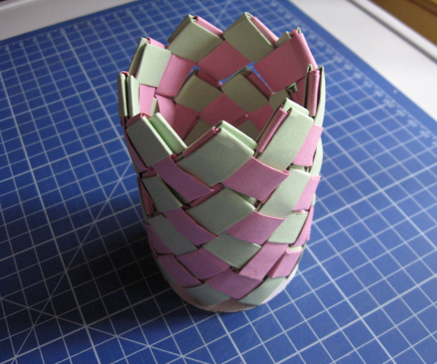 How to Make a Small Paper Vase