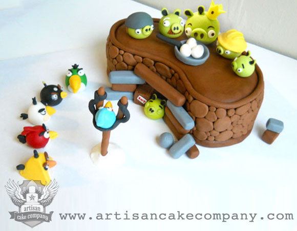 "How to make an Angry Birds ""Bunker"" for a cake"