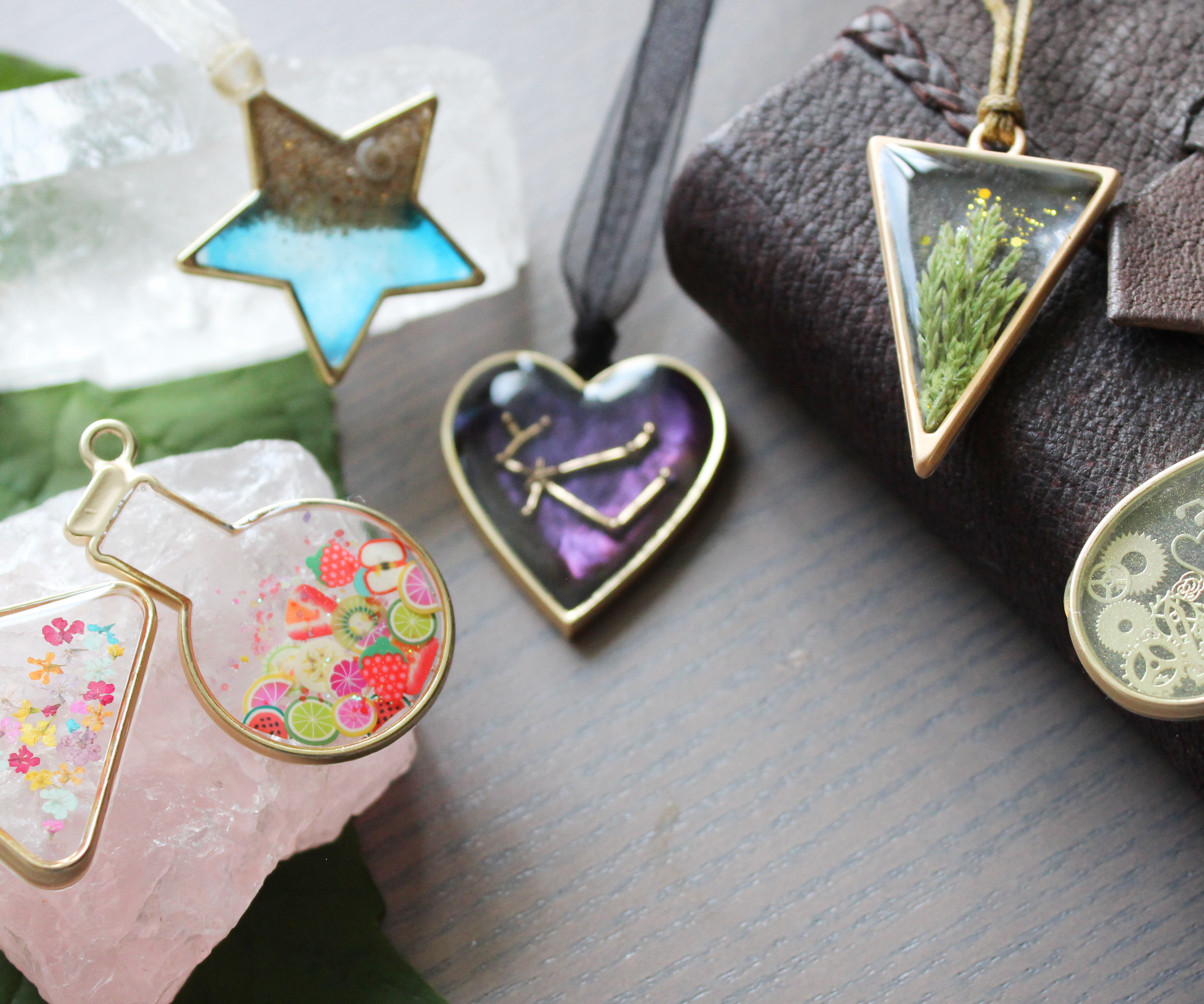How to Work With Epoxy Resin and Frame Pendants