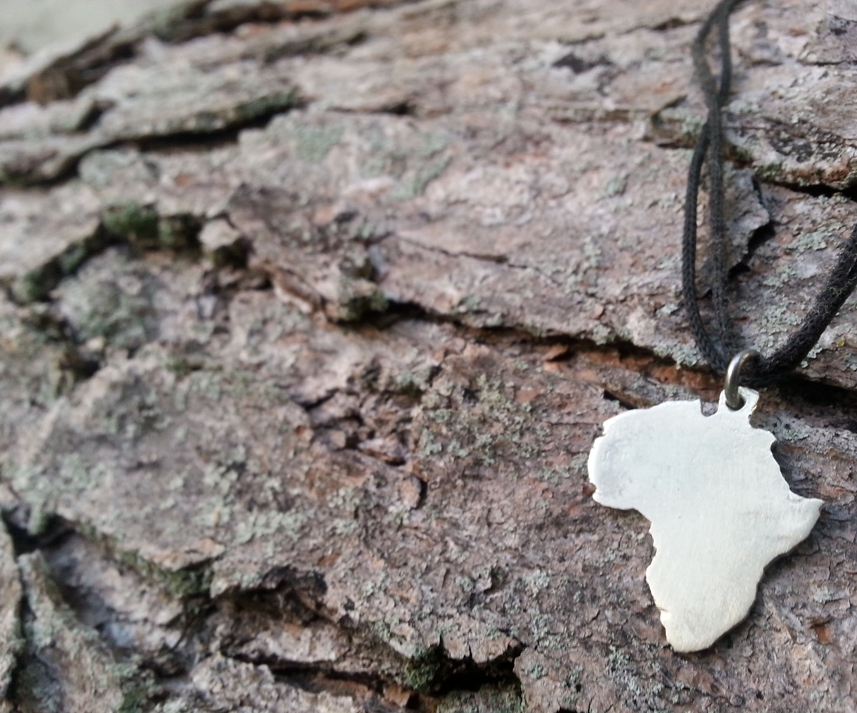 How to Make a Silver Africa Pendant From a Quarter
