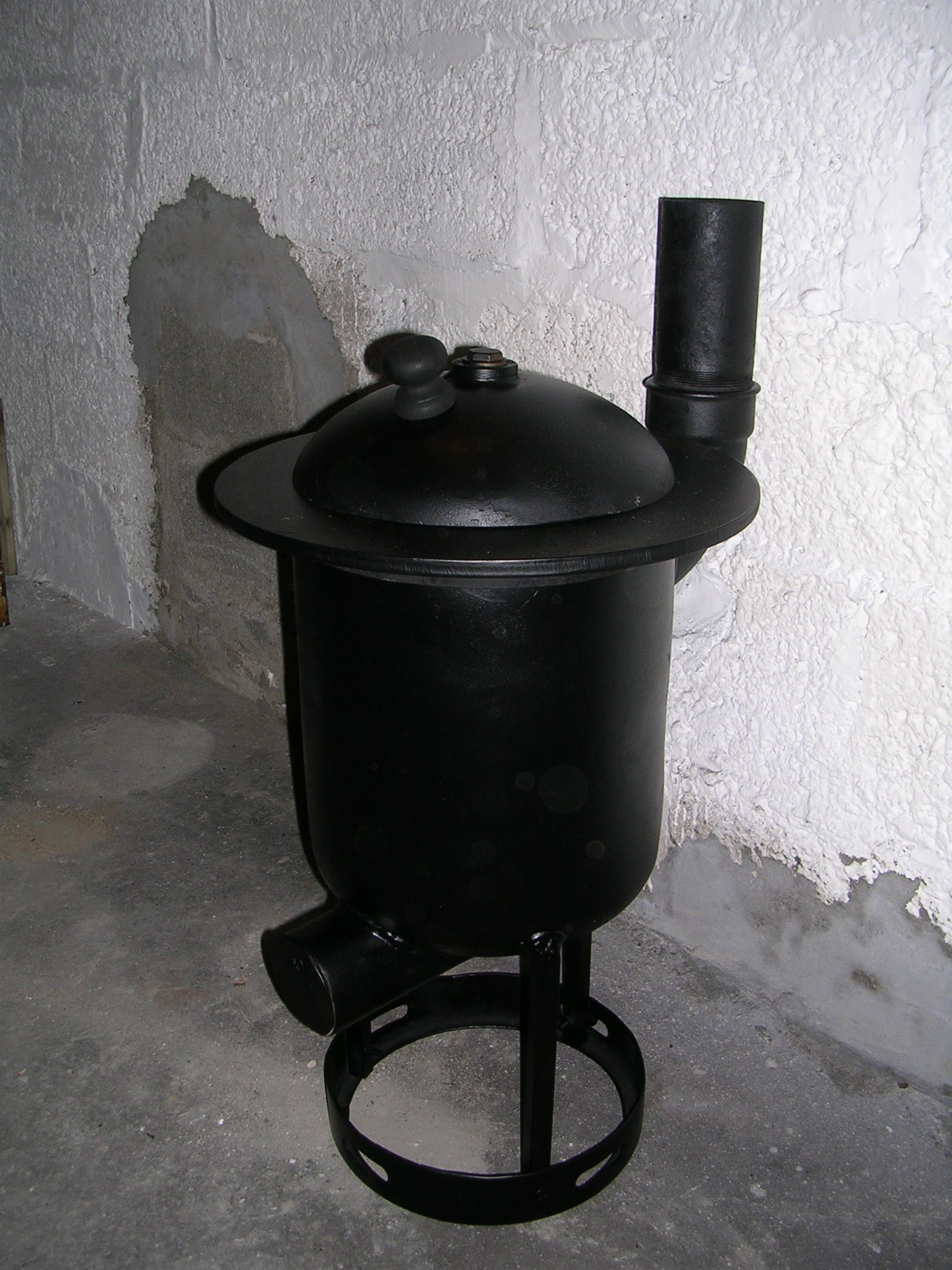 DIY wood burner Pot Belly Stove. made from a gas tank