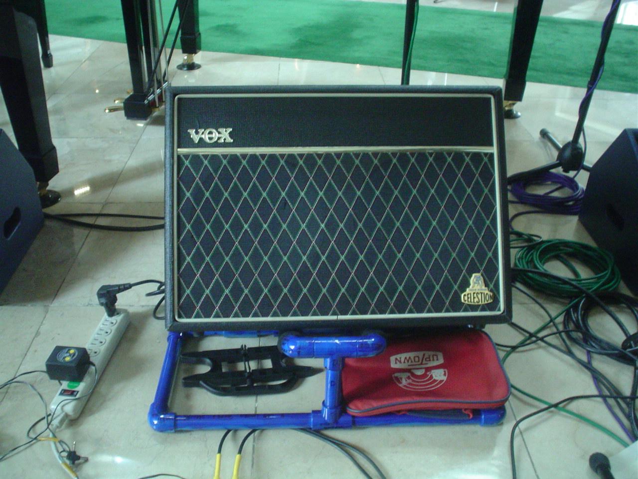 PVC guitar amplifier stand