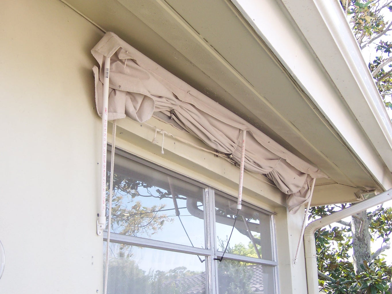 Retractable Window Awning Made of PVC Frame & Drop Cloth Fabric