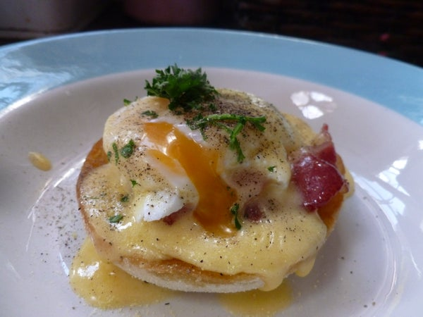 Eggs Benedict With Caramelised Bacon