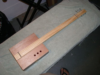 cigar box guitar in one hour, the Uncle Crow way!