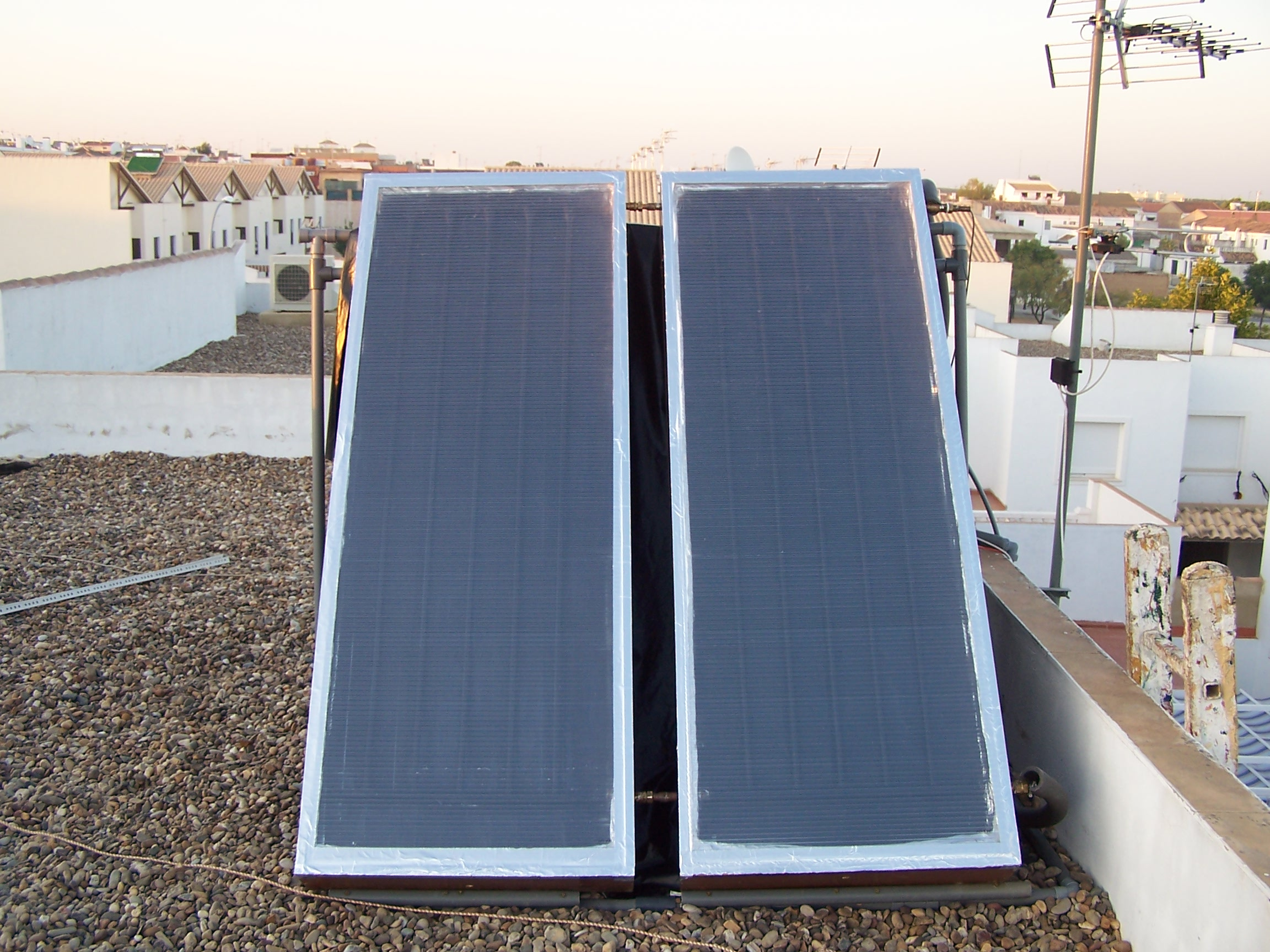 Homemade Solar Water Heater forced circulation with mini pump