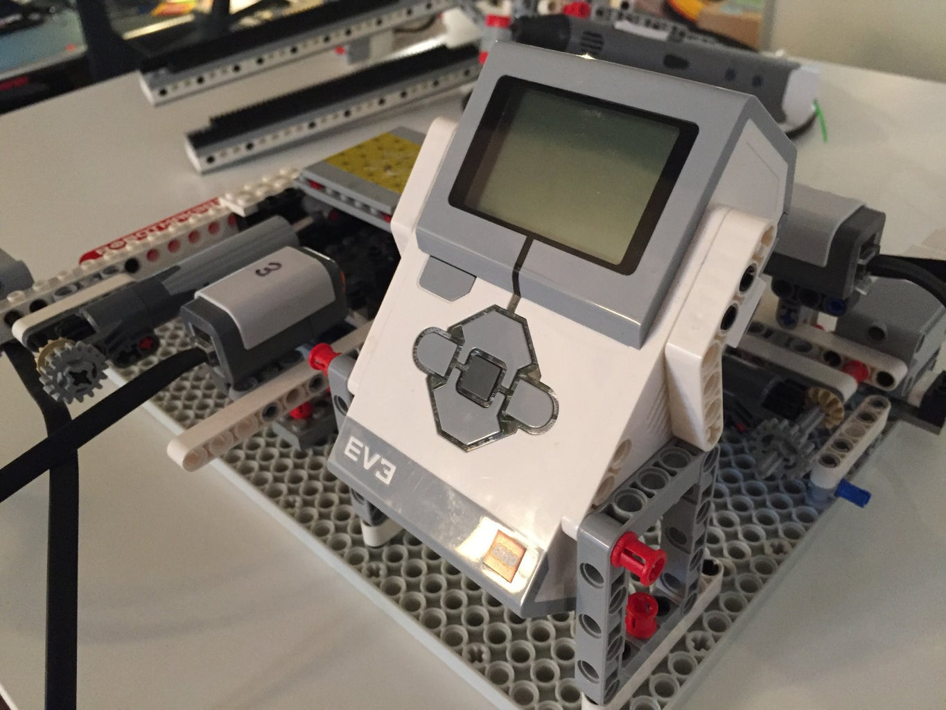 Here I Attach the EV3 Brick and the Rack Pilars on Which the 3D Pen Will Ride