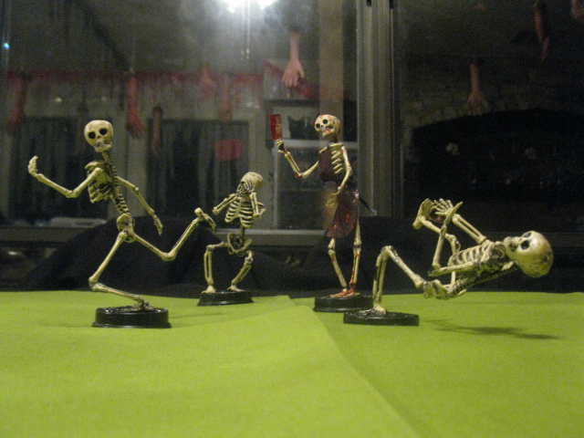 Halloween Trophies: Putting Movement into Skeletons and Mini Zombies!
