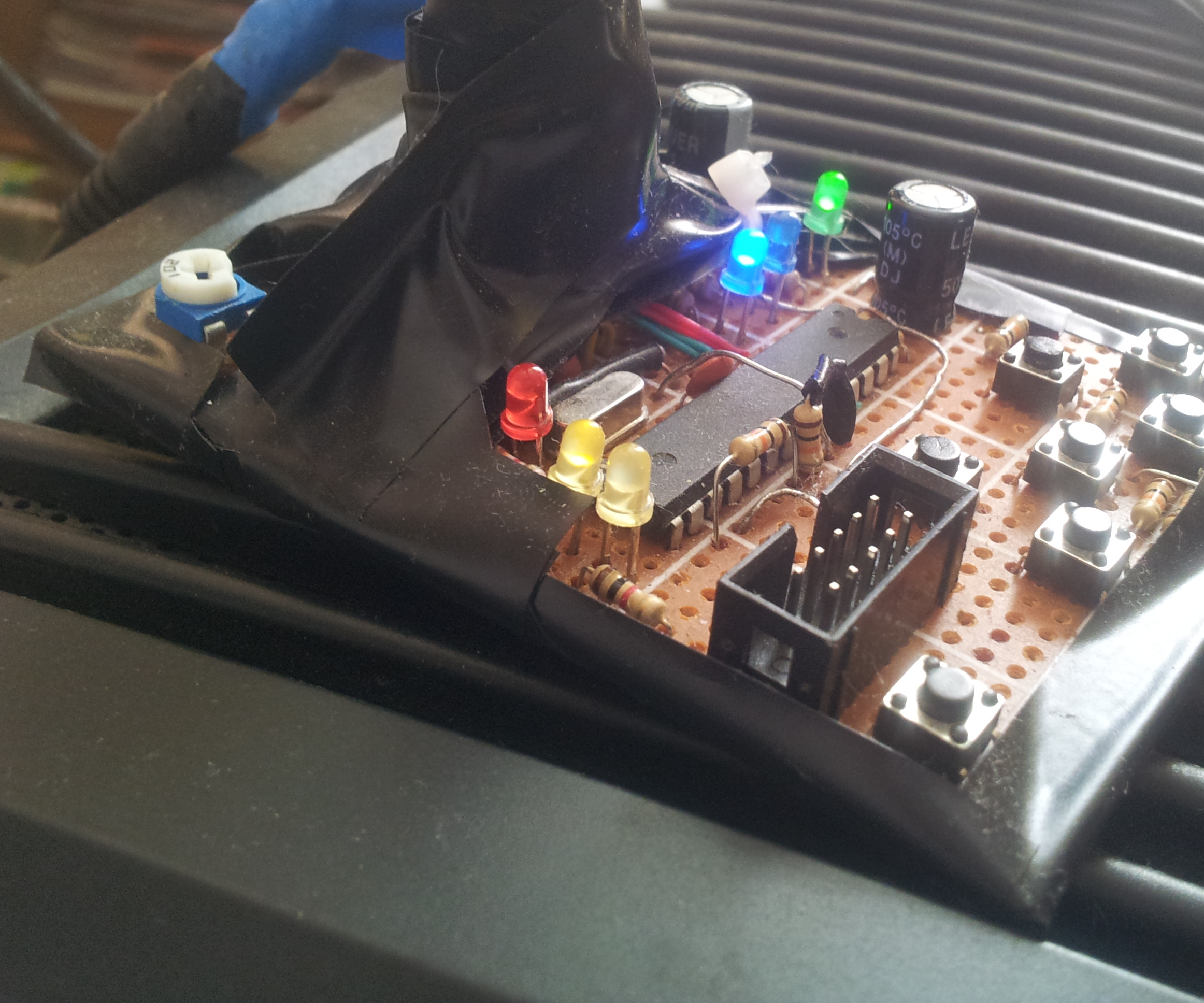 Alternately Occluding Dichoptic  Modifier of Stereoscopic Transmission [ATmega328P+HEF4053B VGA Superimposer]