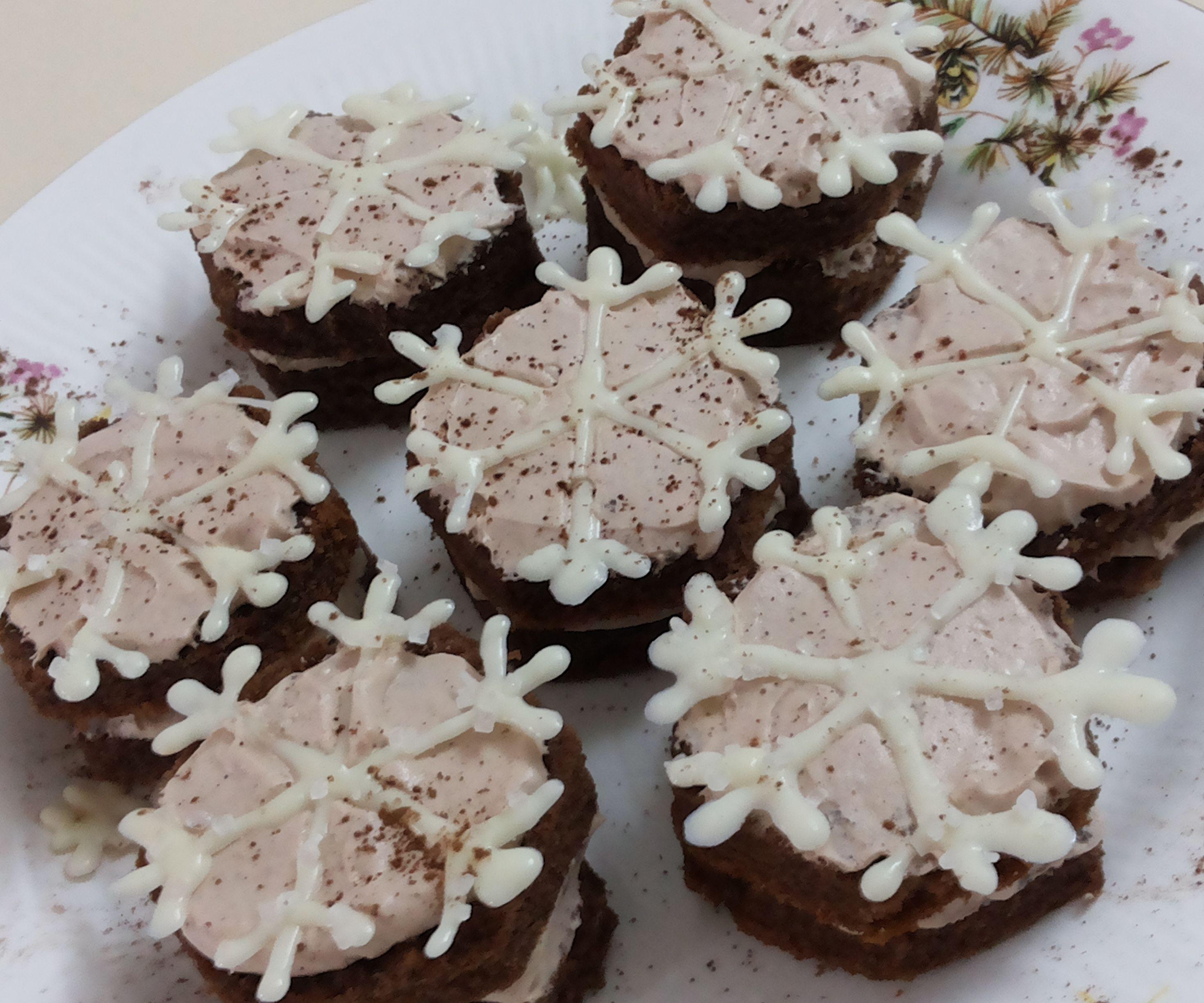 Chocolaty snowflake sandwich