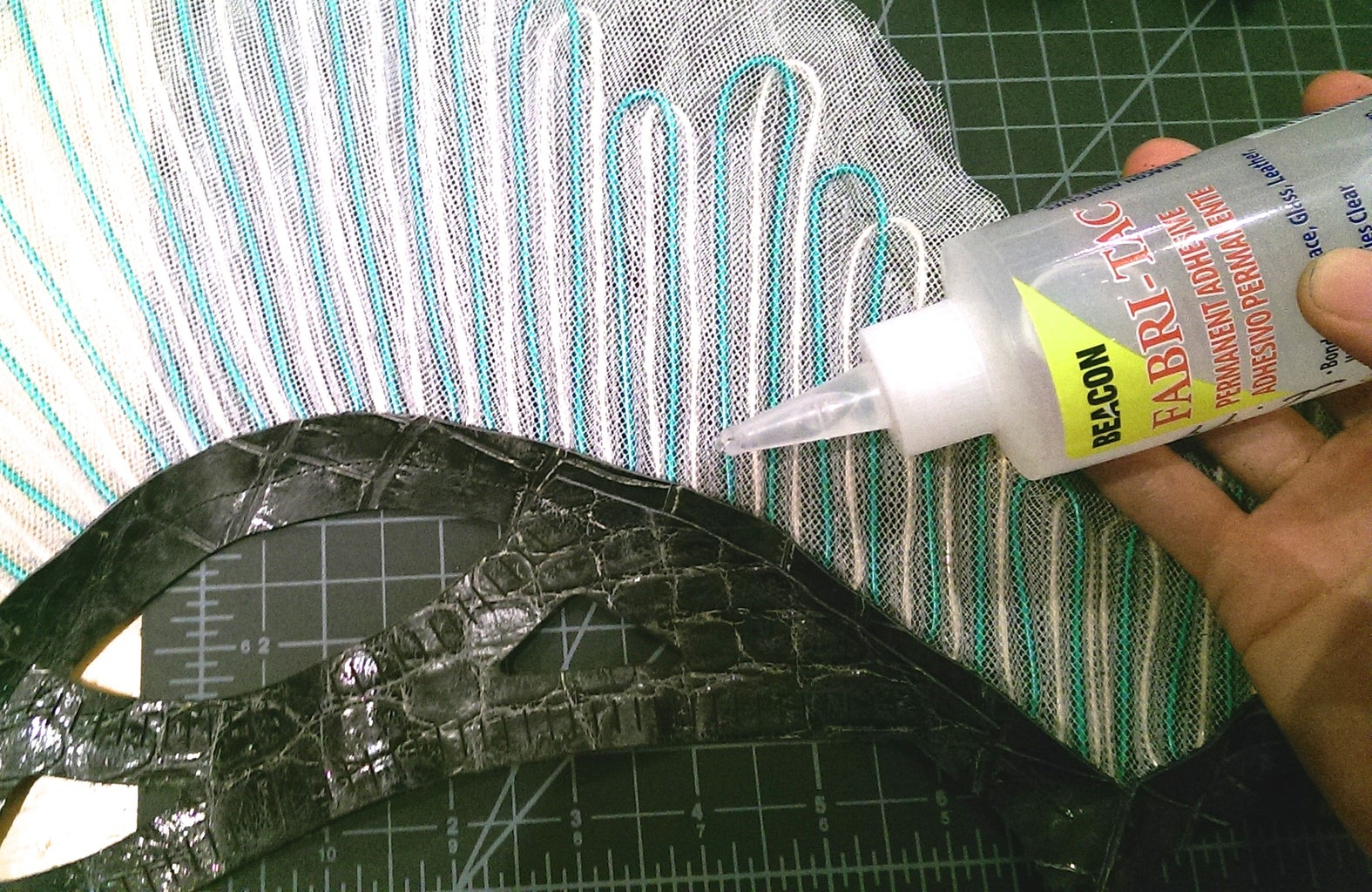 Attaching the Fin to the Side Straps