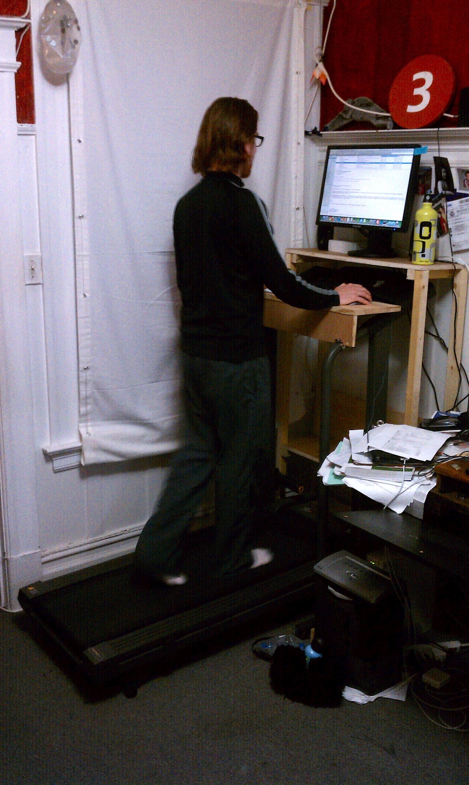 Freestanding collapsible treadmill desk