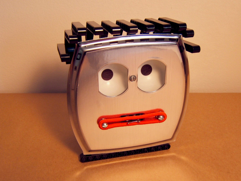 Mr. Wallplate's Eye Illusion Robot