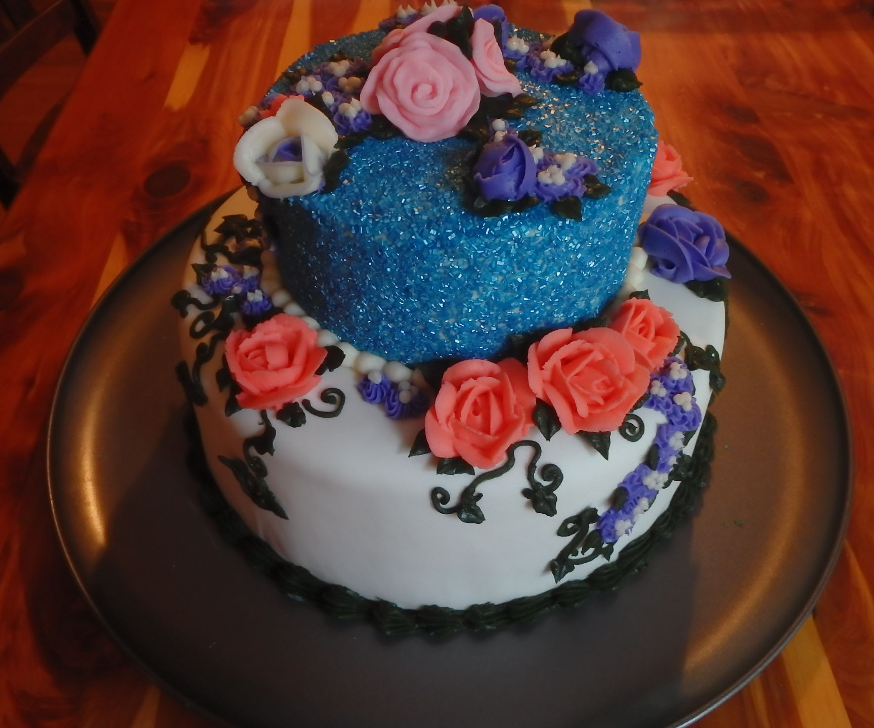 How to make and decorate a sparkling rose cake.