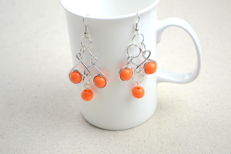 Craft jewelry ideas-pair of dainty wire wrapped earrings