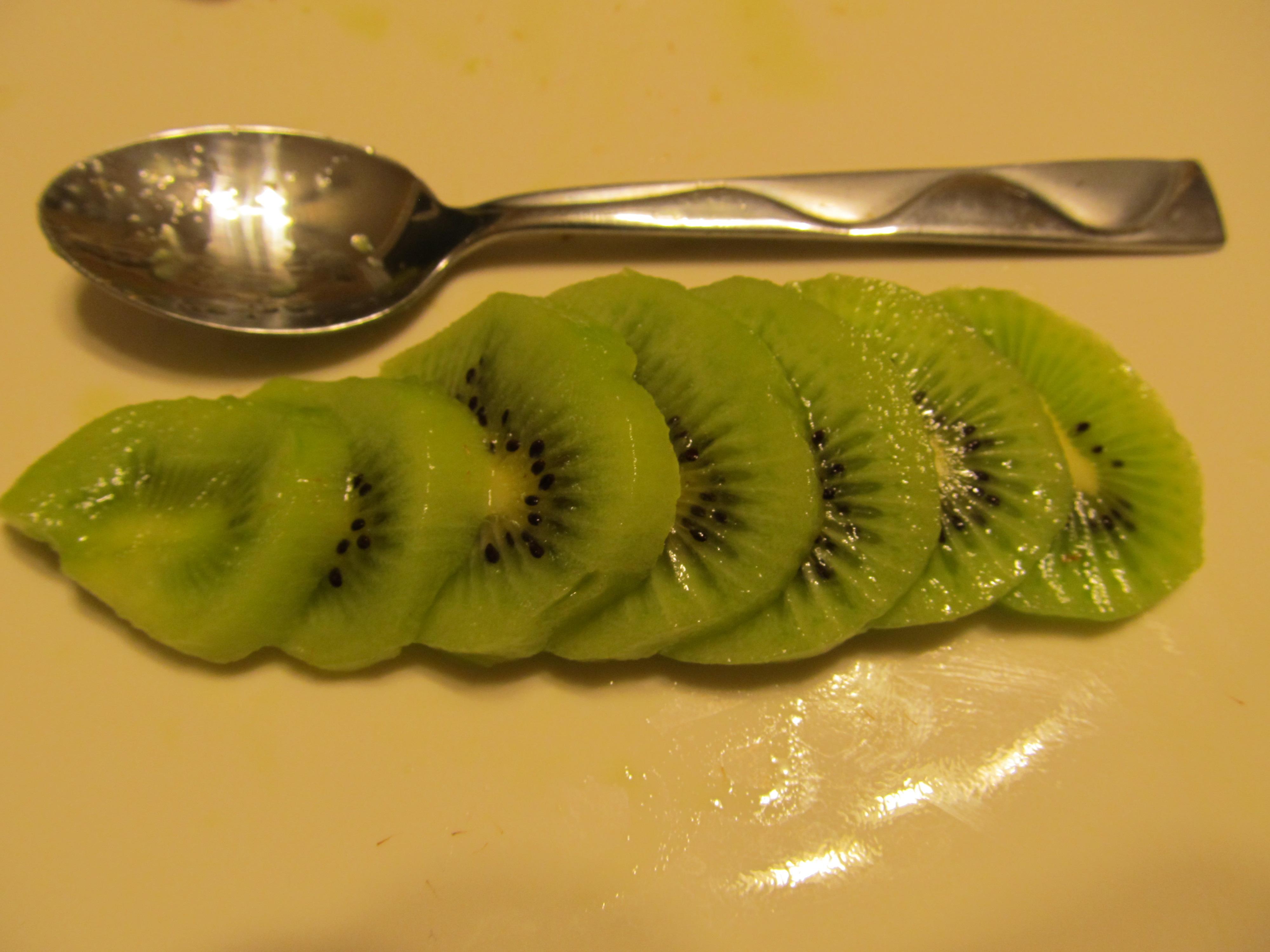 How to Peel a Kiwi using a Spoon