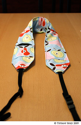 camera strap cover with pockets