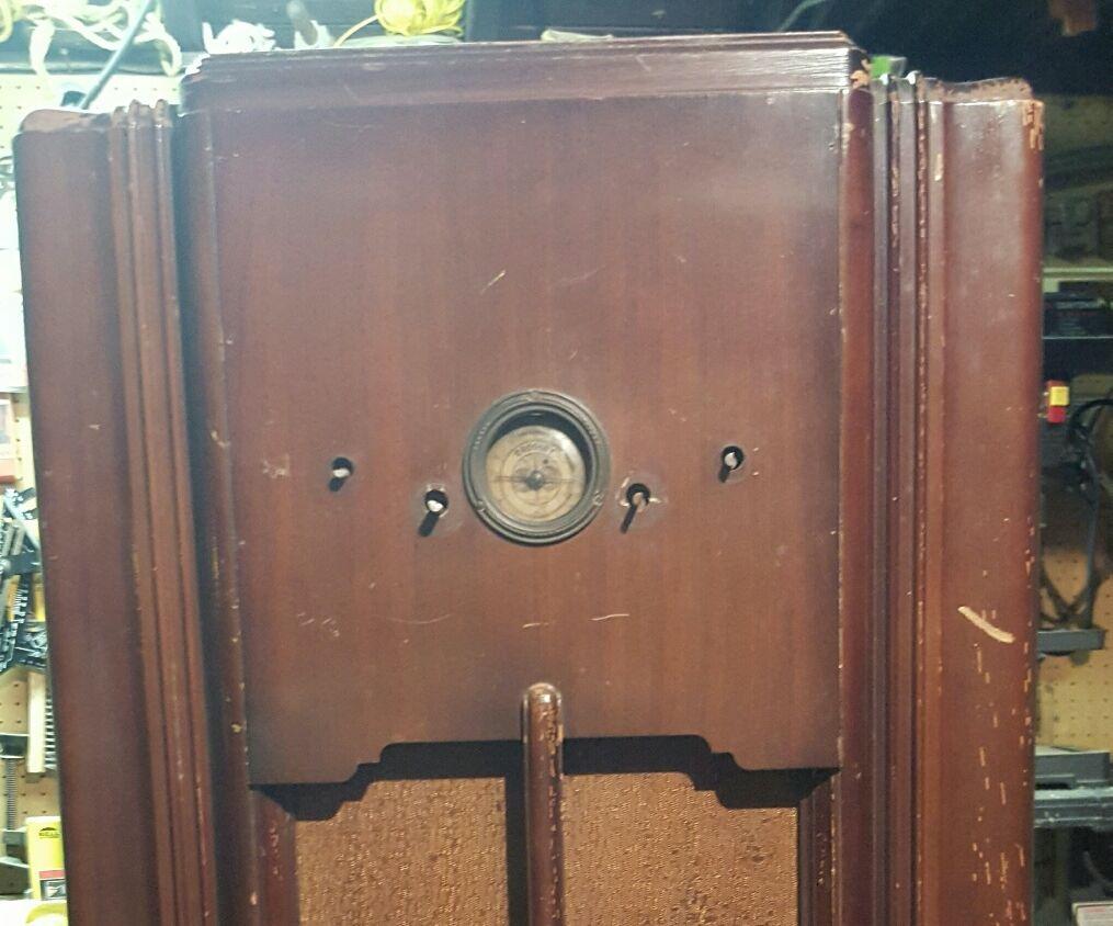 1935 Crosley Radio Wine Bar - First steps.