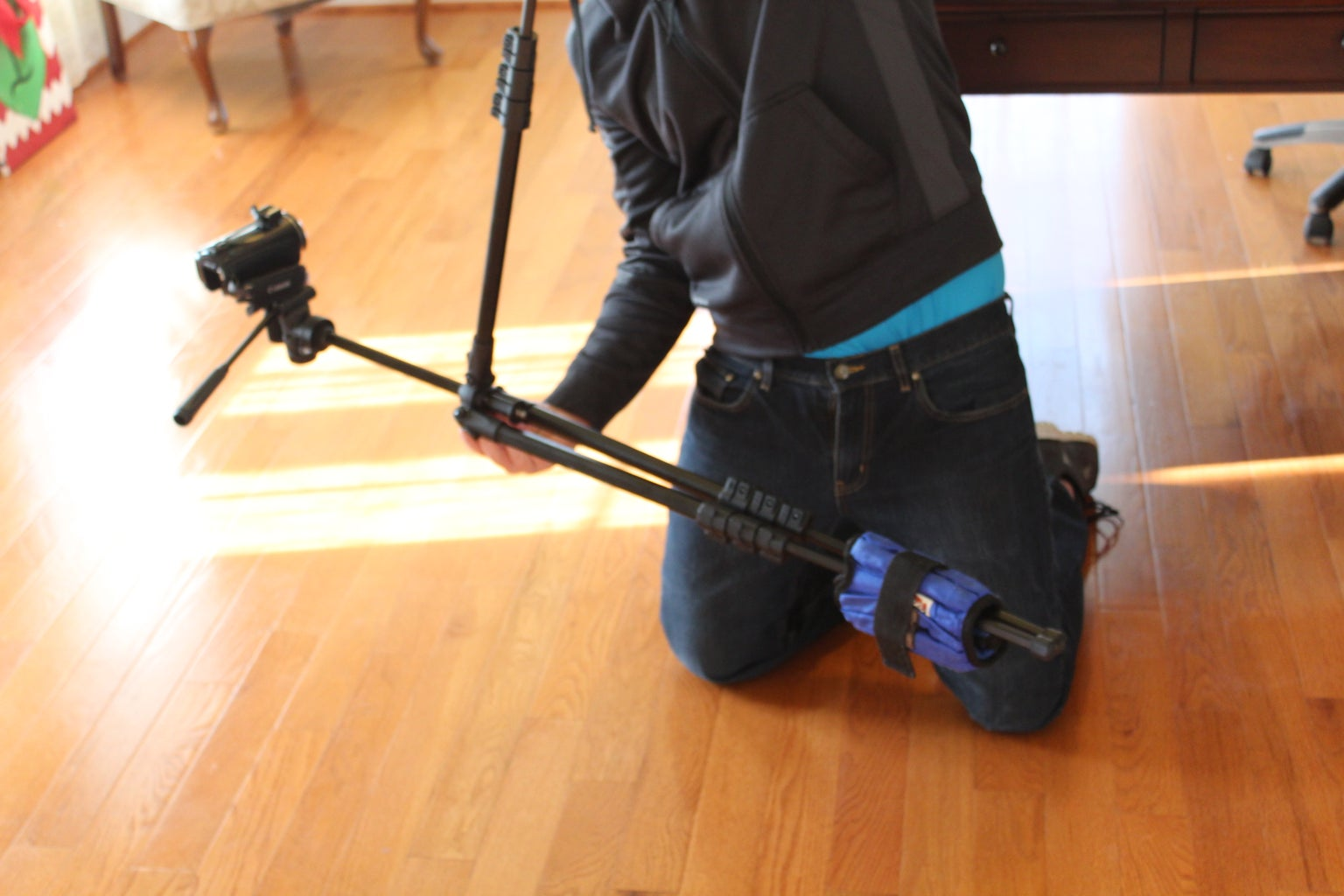 Lift Tripod With Single Leg.  Adjust Weights/extensions Until the Unit Is Balanced.