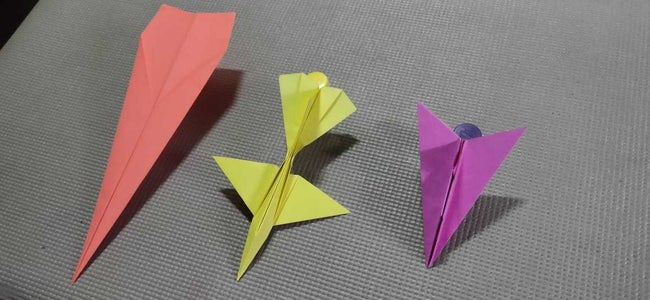 3 Flying Paper Planes